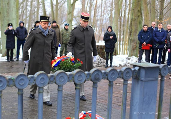 French military attache Pierre-Marie Liege (right) and his assistant Laurent Dec laid flowers at the Monument in honor of the Battle of Preußisch Eylau